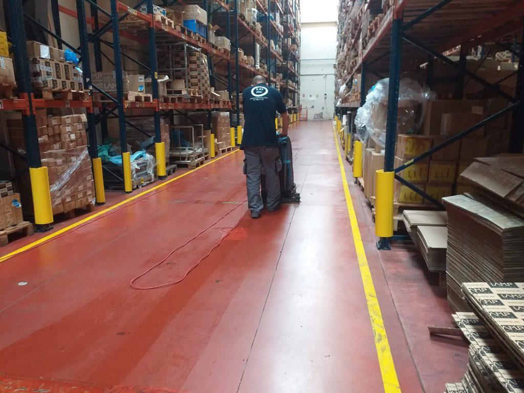 servicio de limpieza de nave industrial